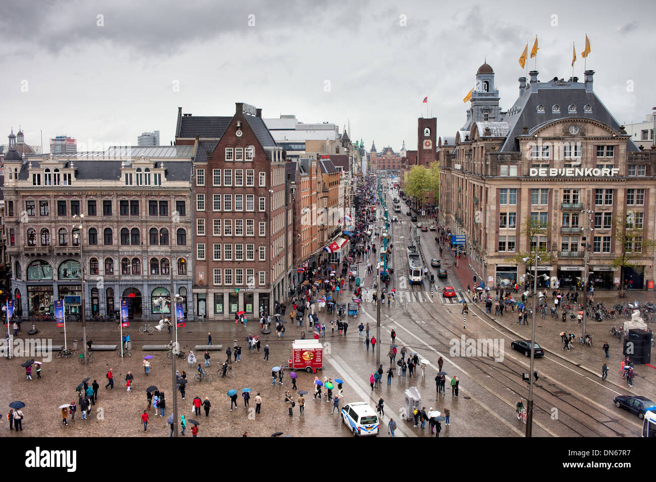 Dam square and damrak street in the city center of for Dam in amsterdam