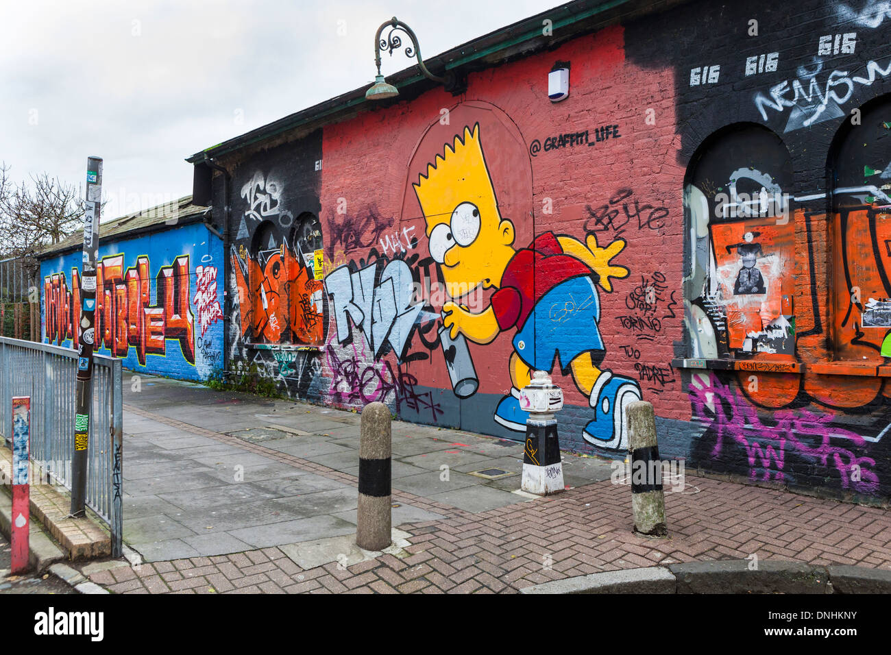 street art and graffiti tags homer simpson using spray. Black Bedroom Furniture Sets. Home Design Ideas