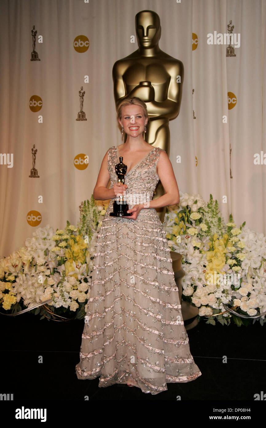 Mar 05 2006 Hollywood CA USA OSCARS 2006 REESEReese Witherspoon Oscar 2006