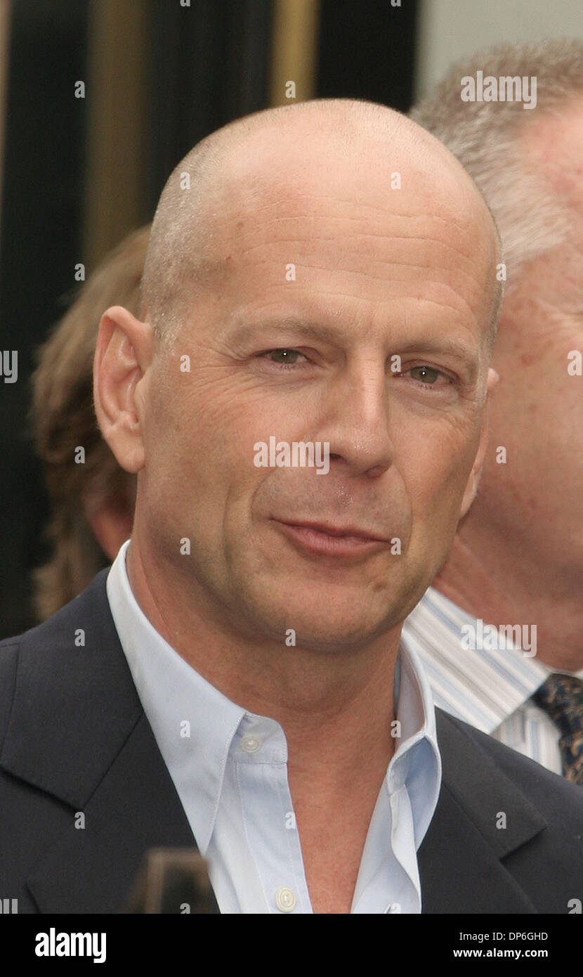 Paul Willis (actor) USA Actor BRUCE WILLIS at
