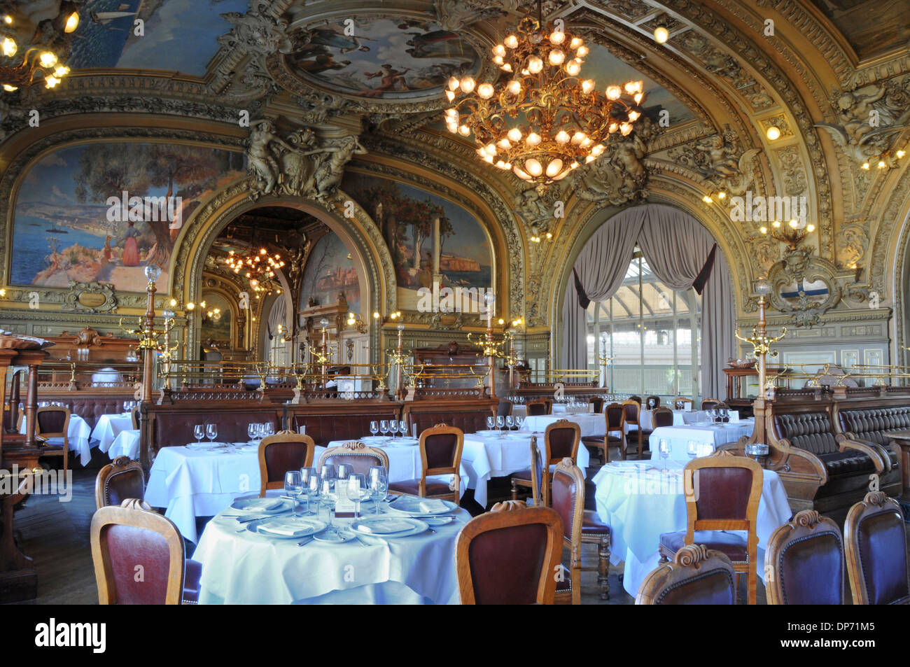 Le train bleu restaurant gare de lyon paris france stock for Stock cuisine lyon