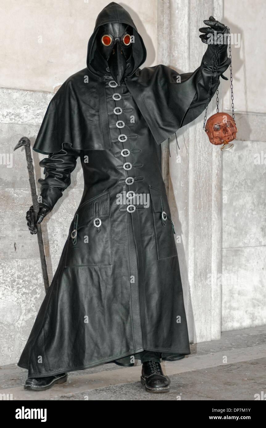 Plague Doctor Costume Stock Photos & Plague Doctor Costume Stock ...