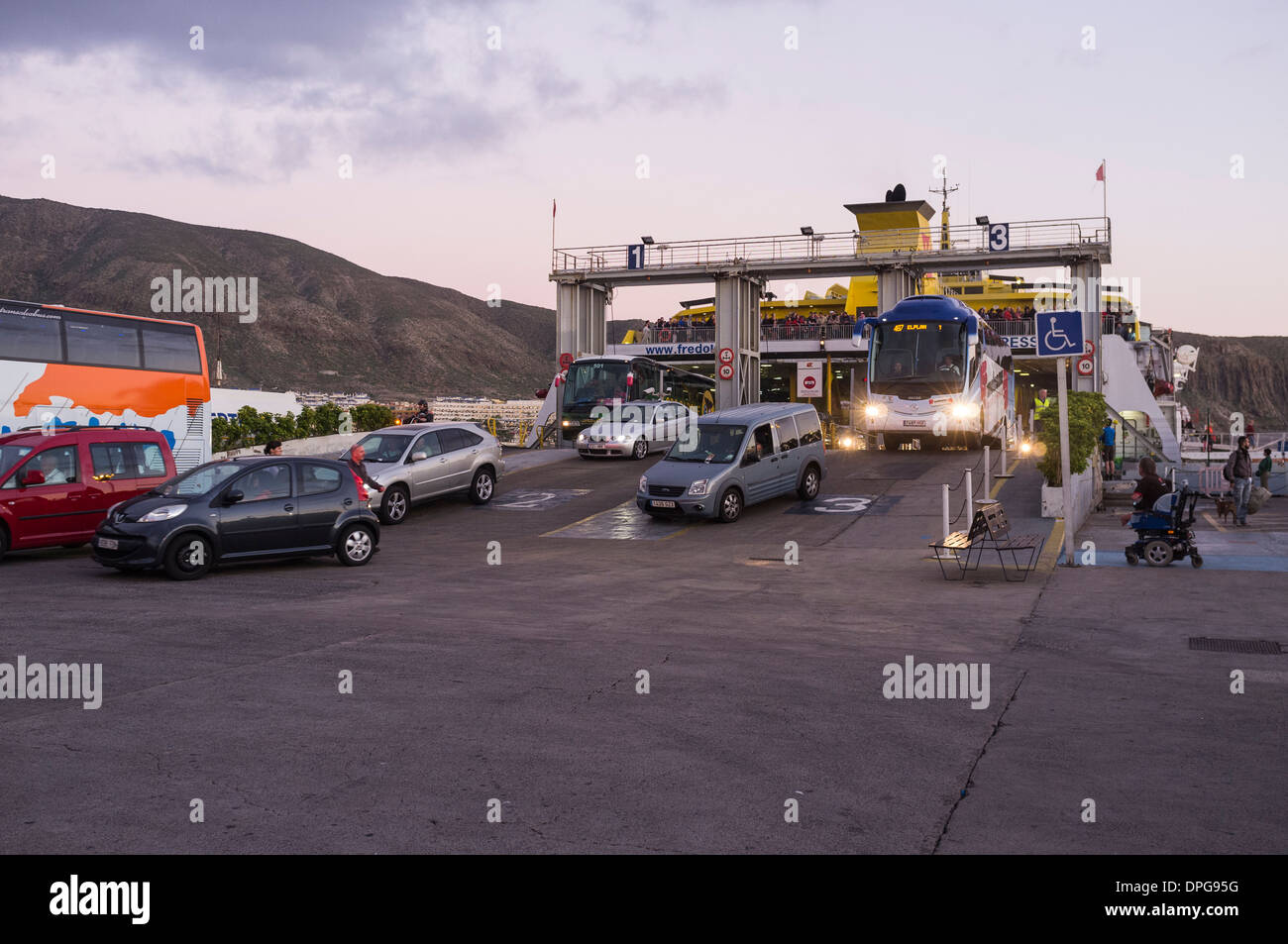 Disembarking from the fred olsen ferry at los cristianos for Oficina fred olsen los cristianos