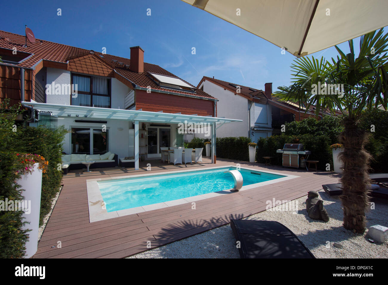 private terraced house with garden winter garden pool and