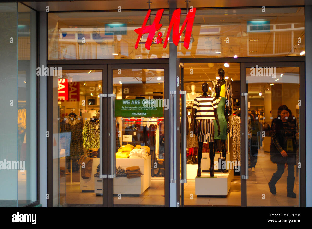 Visit your local H&M in Chicago, IL for further reductions up to 80% OFF SALE online & in-store!