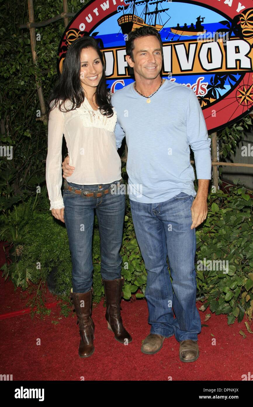 jeff probst dating survivor julie Jeff probst and julie chen: why 'survivor' and 'big brother' are better for finding love than 'the bachelor' by meredith b kile 11:26 pm pdt, september 23, 2015 there are plenty of reality shows about finding love, but sometimes real-life romances formed on shows like survivor and big brother last longer than any on the bachelor or bachelorette.