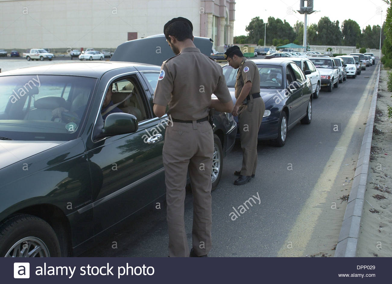 Al khobar saudi arabia police from the ministry of interior stop searching cars
