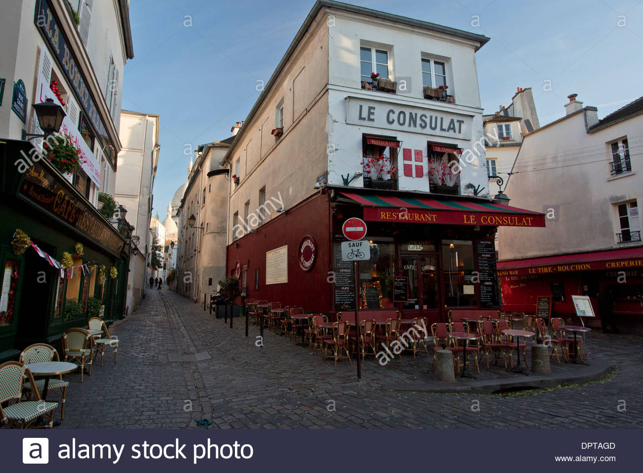 Le consulat cafe and restaurant montmartre paris france for Restaurant le miroir montmartre