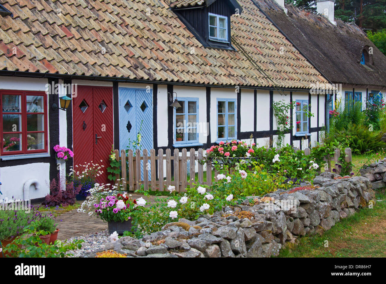 Front yard gardens - Old Tradionally Houses With Front Yards In Summer At Kn B Ckshusen Sterlen Sk Ne Scania