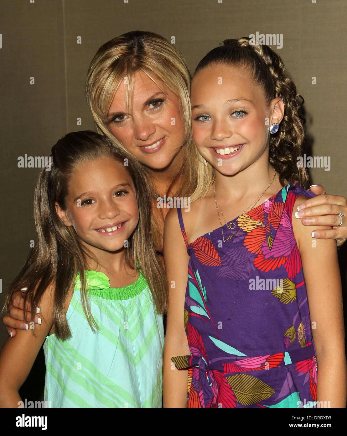 Melissa Ziegler Mackenzie Ziegler And Maddie Ziegler In Dance Moms