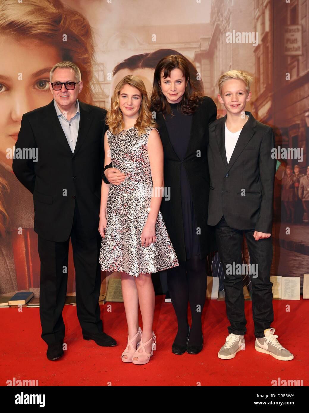 Nico liersch family - Director Brian S Percival With His Actors Sophie Nelisse Emily Watson Und Nico Liersch