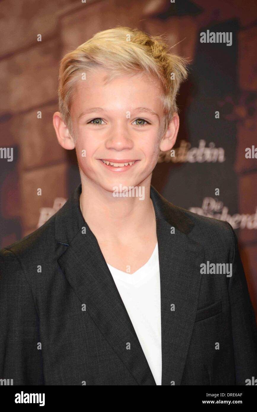 Nico liersch family - Actor Nico Liersch At The Premiere Of The Movie The Book Thief On 23rd
