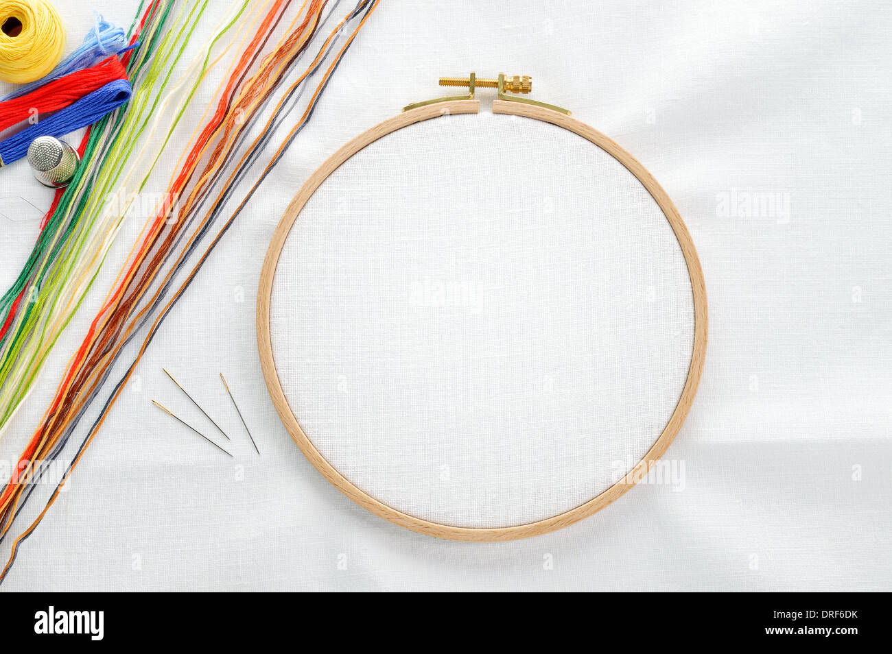 Embroidery set white linen fabric hoop
