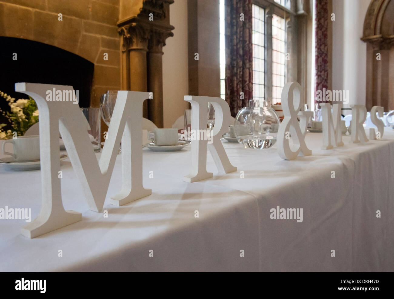 Mr and Mrs sign on wedding reception head table Stock Photo ...