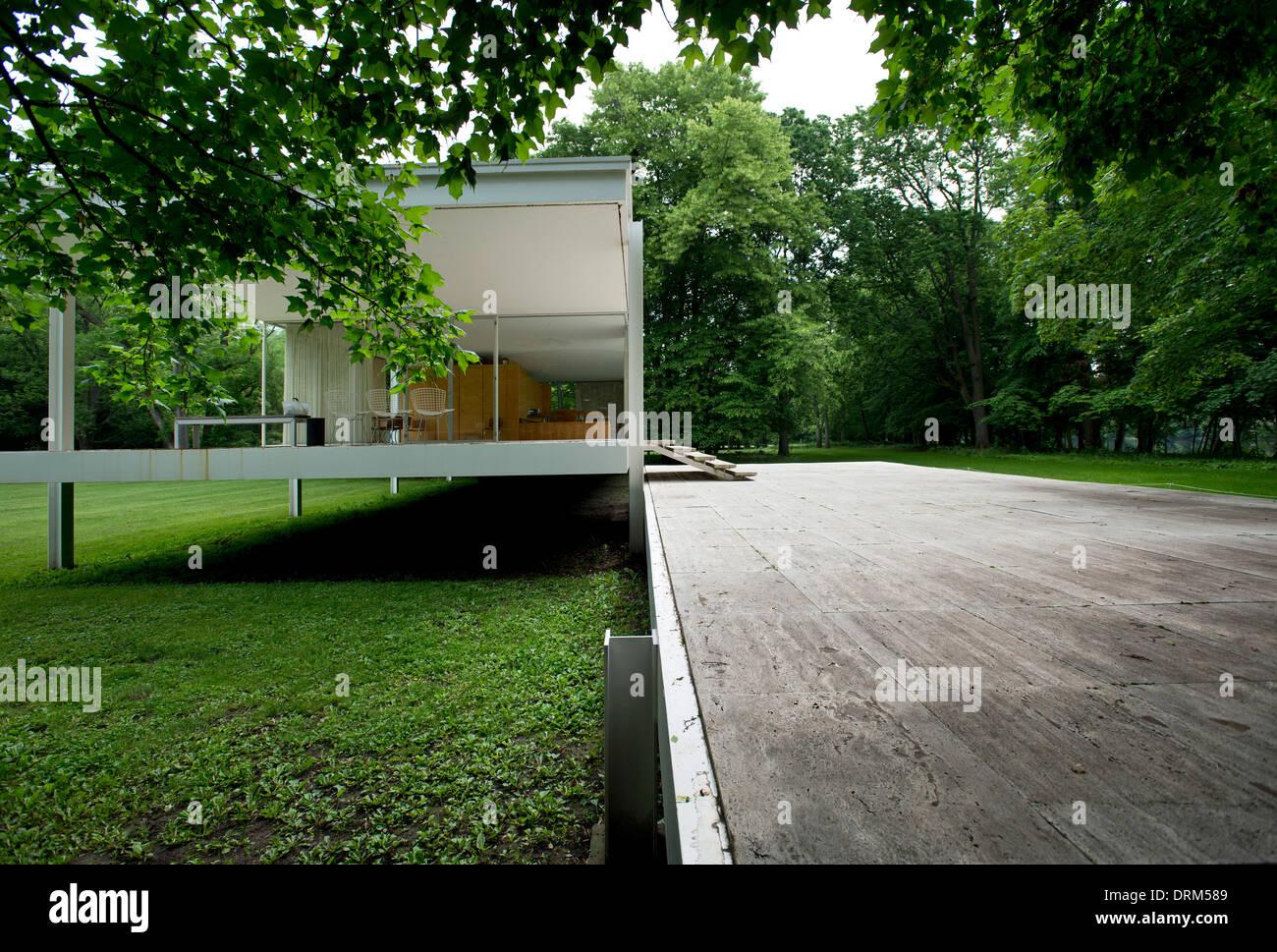 Farnsworth house by mies van der rohe exterior 8 jpg - Farnsworth House Plano United States Architect Ludwig Mies Van Der Rohe