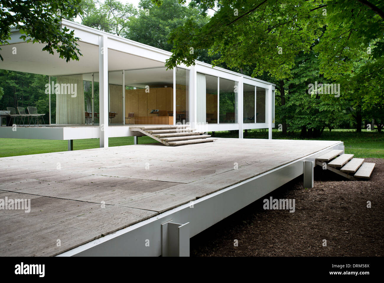farnsworth house plano united states architect ludwig mies van stock photo 66211402 alamy. Black Bedroom Furniture Sets. Home Design Ideas