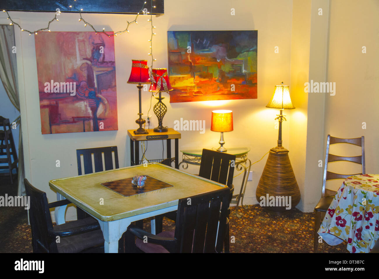 Melbourne Florida 905 Cafe Family Owned Small Business Restaurant Sandwich Shop Dining Table Chairs Eclectic Lamp