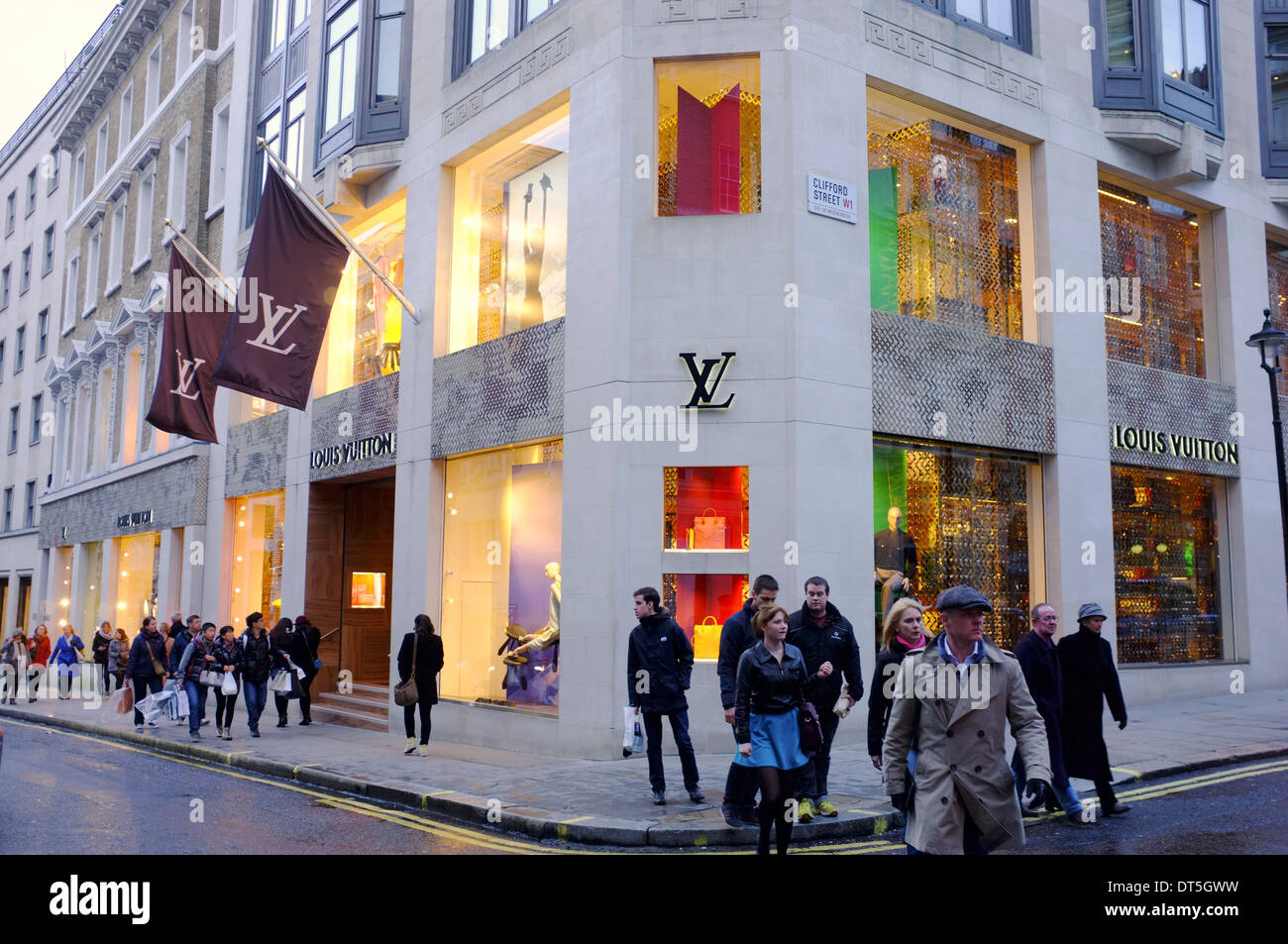 2017 fashion royalty - Louis Vuitton On Corner Of Bond Street Amp Clifford Street