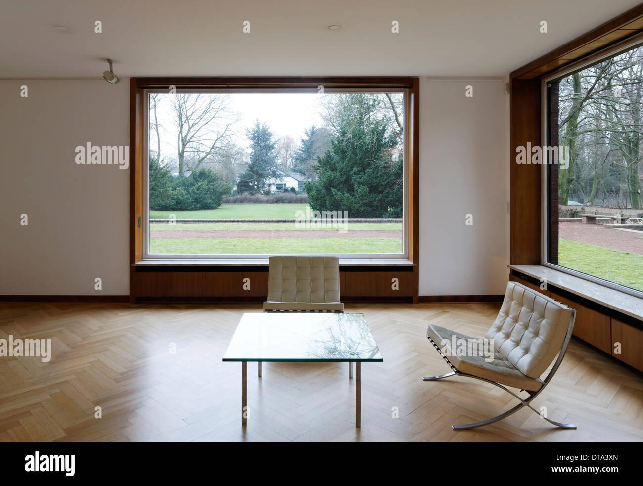 Innenraum Wohnzimmer Mit Versenkbaren Fenstern Von Haus Lange Blick In Den Garten Nach Norden