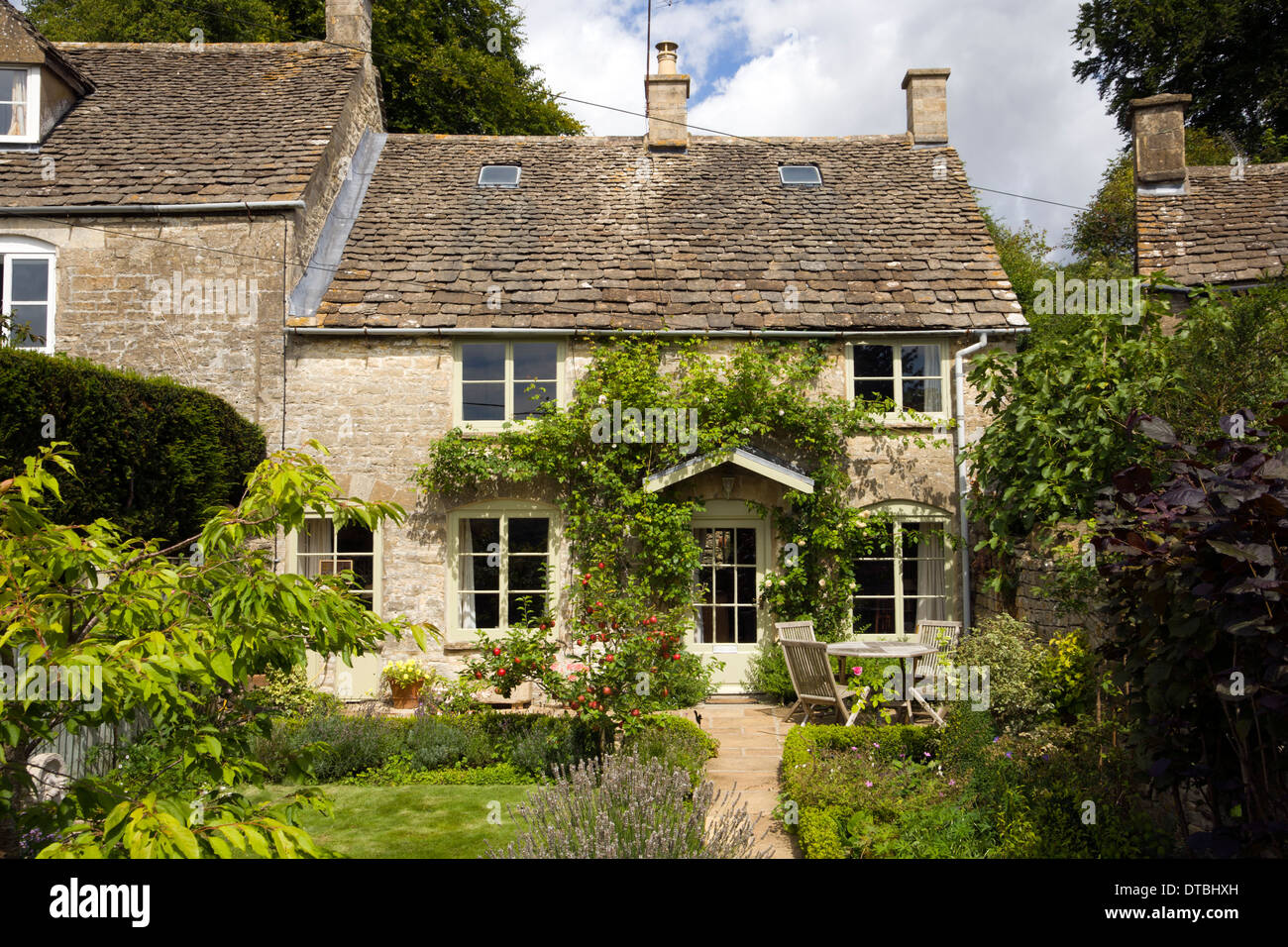 Uk Real Estate Idyllic Small Cotswold Cottage And Garden