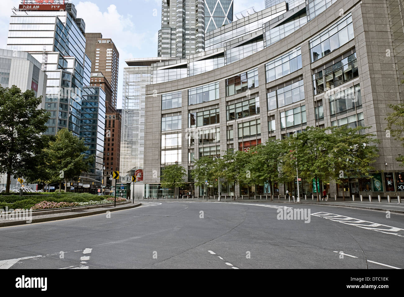 Empty urban street scene at Columbus Circle in New York ...