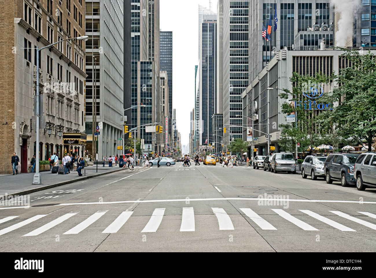 Empty urban street scene on Avenue of the Americas in New ...