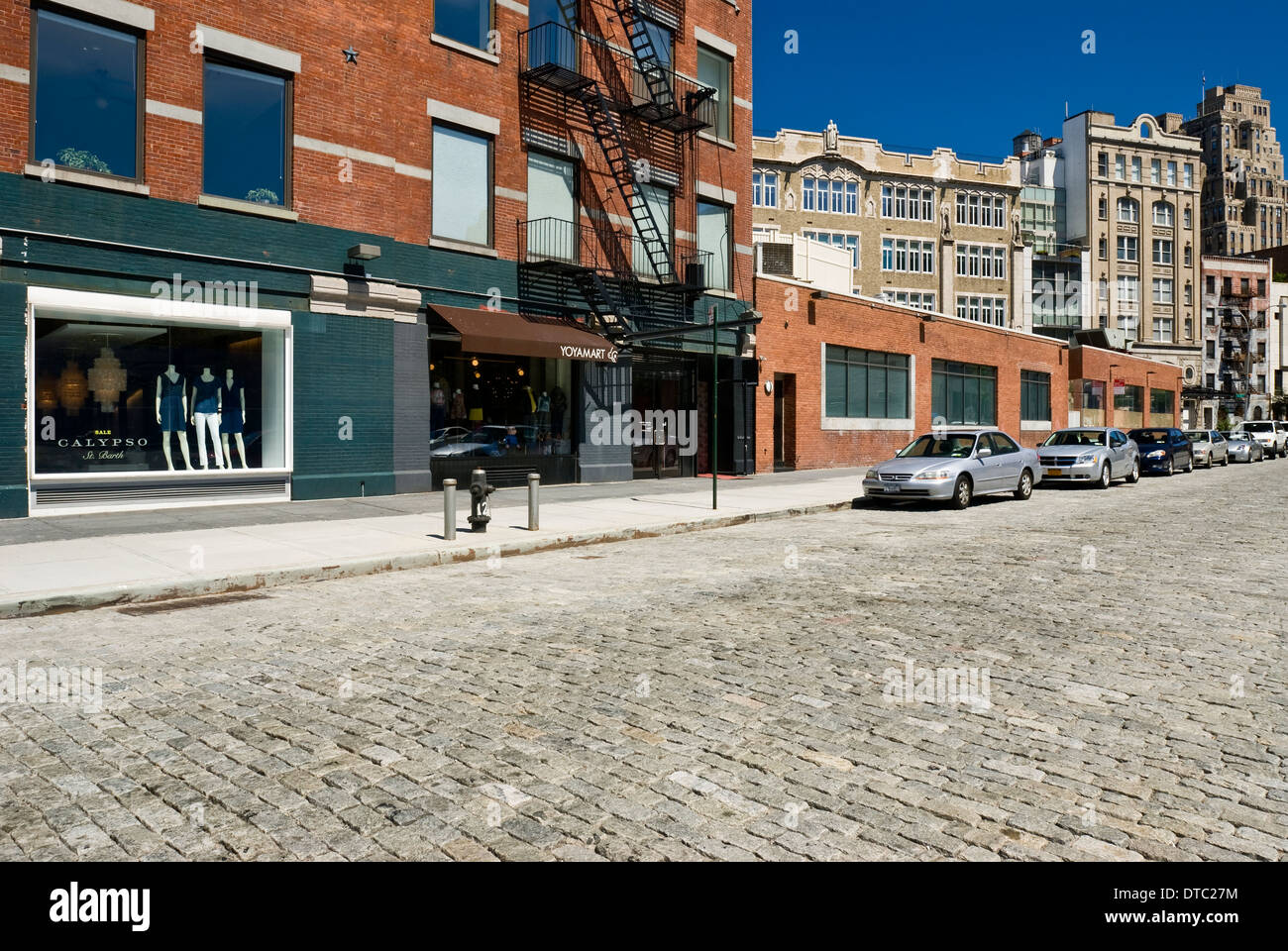Empty urban street scene in the Meatpacking District, New ...