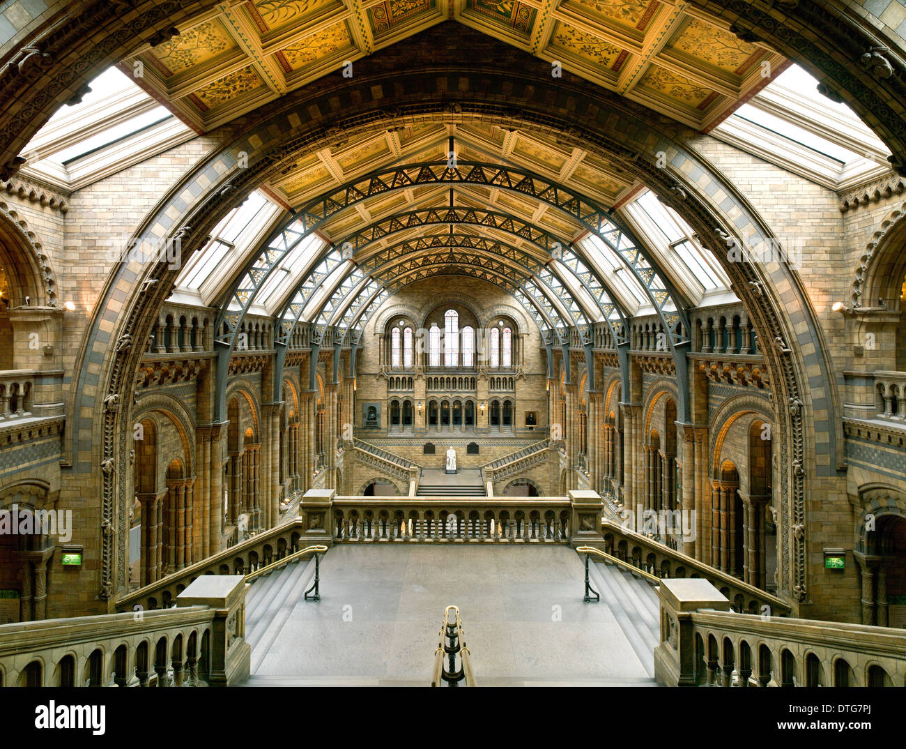 Foyer Museum Uk : The central hall of natural history museum london