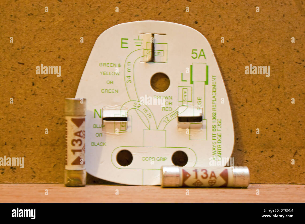 uk three pin plug wiring diagram with 13amp fuses DTR6N4 uk three pin plug wiring diagram with 13amp fuses stock photo plug wiring diagram at reclaimingppi.co