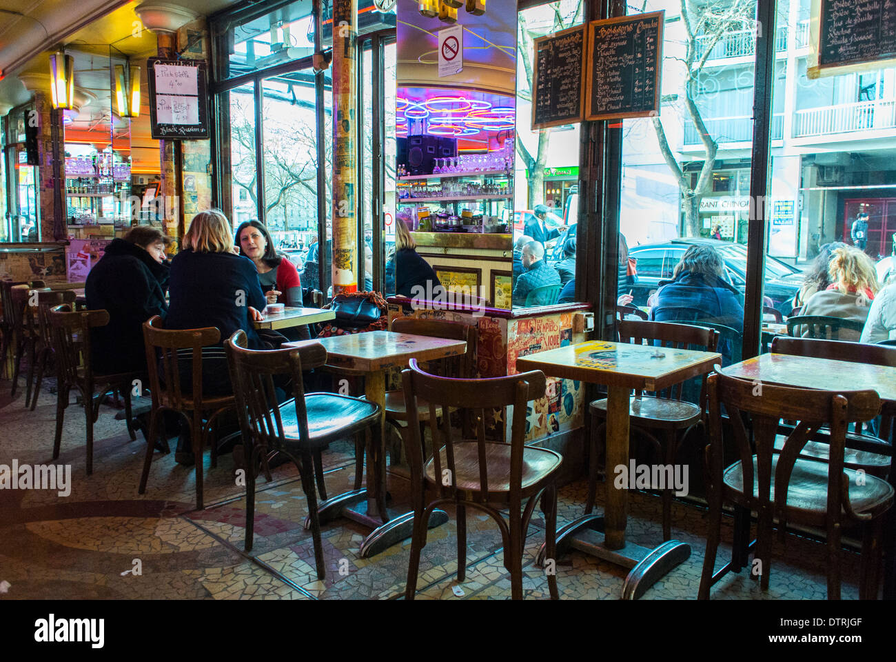Paris cafe france people inside vintage french caf bar for Inside in french
