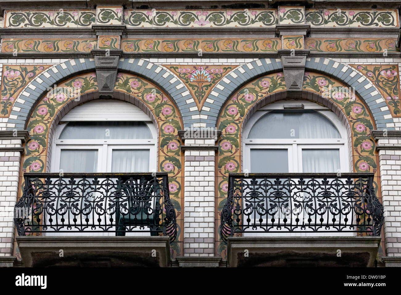 Art Deco Facade Tiles With Floral Scrolls Villa Olga