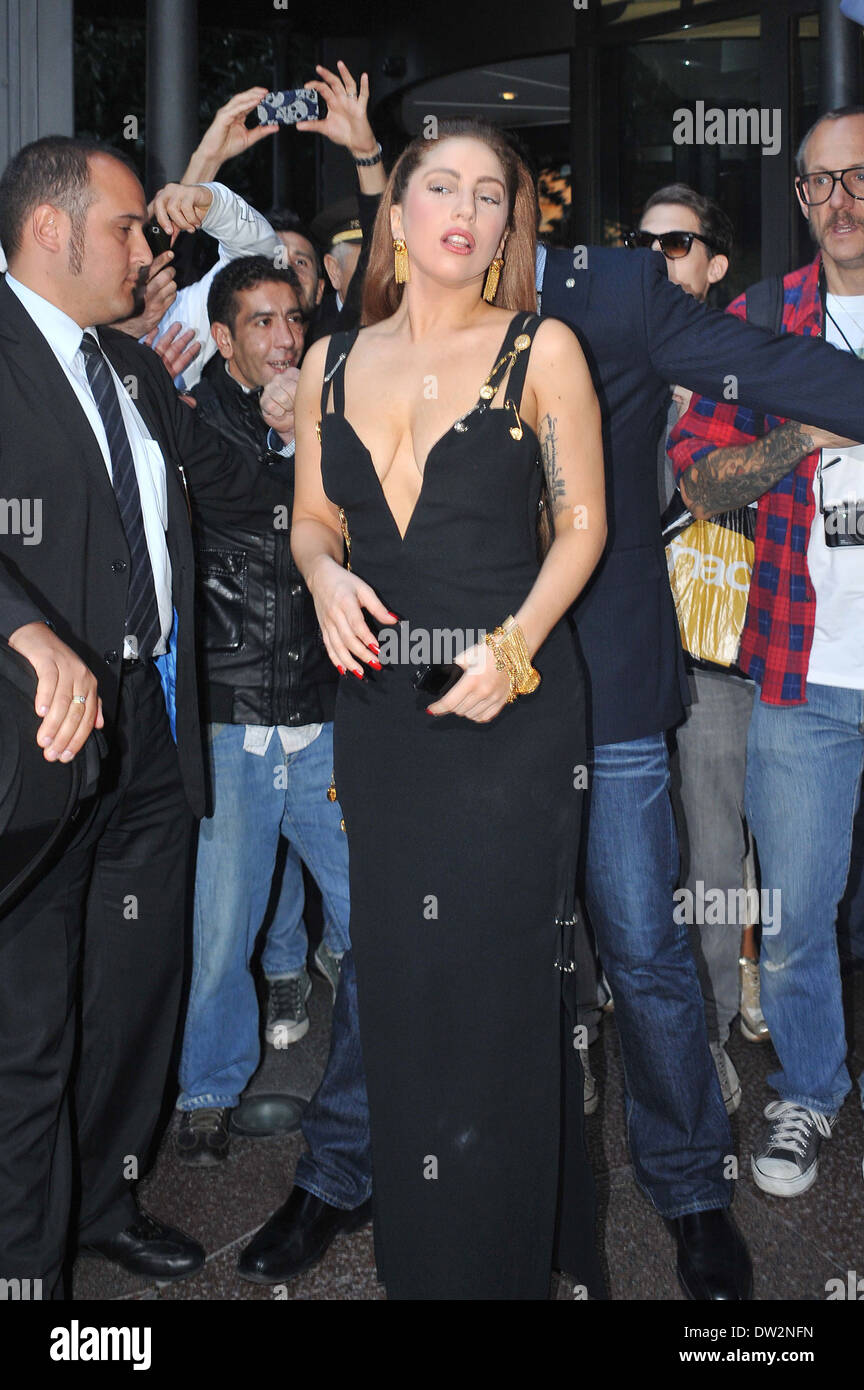Liz hurley versace dress - Lady Gaga Channels Liz Hurley As She Steps Out In The Iconic Versace Dress And Is Mobbed By Fans Outside The Hotel Principe Di Savoia In Milan Where Milan