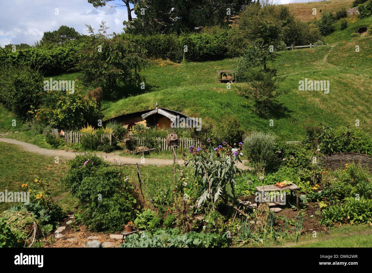 100+ [ Hobbit Hole ] | Guy Built Real Hobbit Hole House That ...