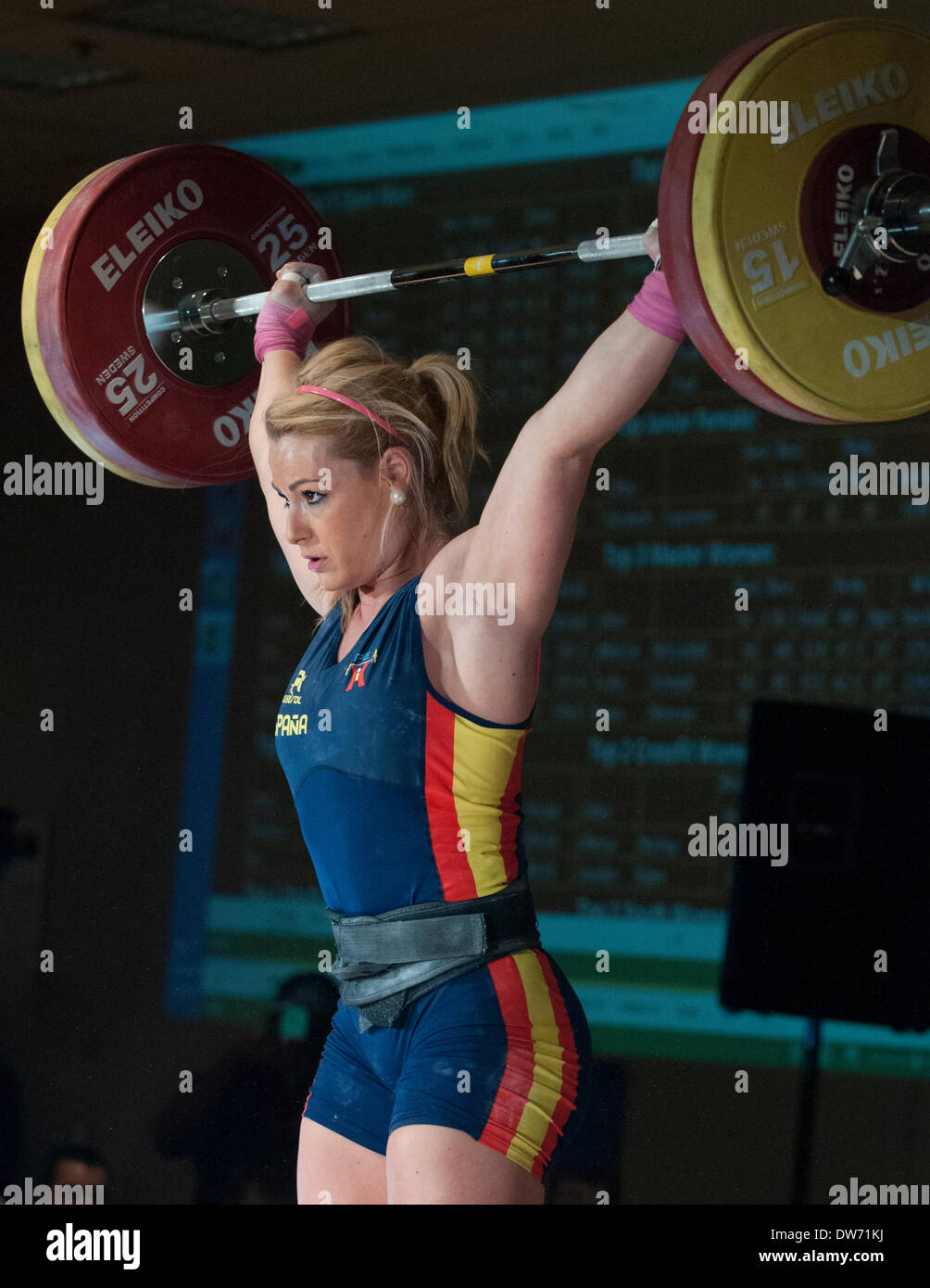 Columbus, Ohio.1 March, 2014  Lydia Valentin Snatches 105 Kilos/ 231 Lbs In  The Womenu0027s 75+ Kilo Ddivision At The Arnold Weightlifting Championships.