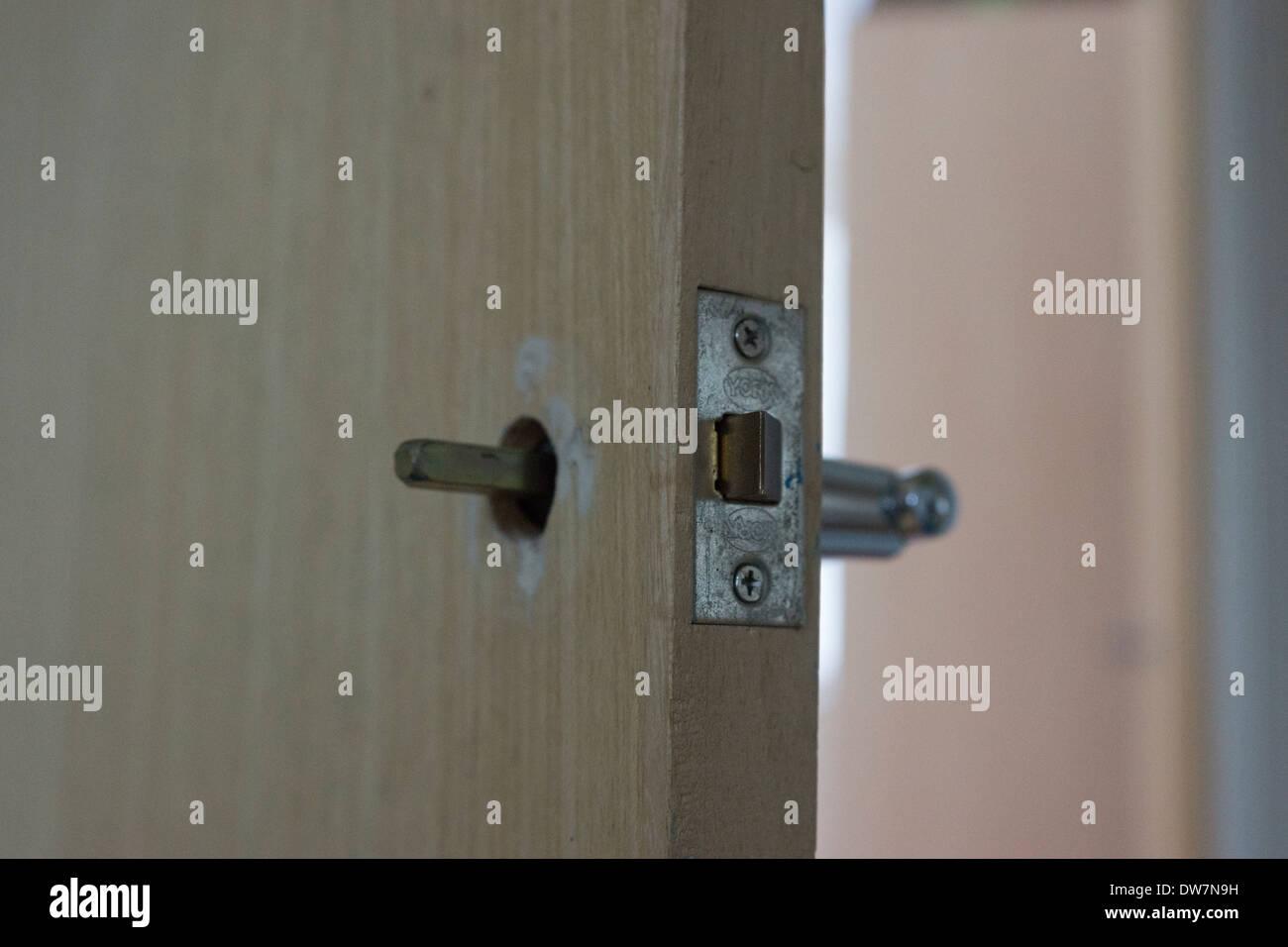 How do you repair broken wood handles?