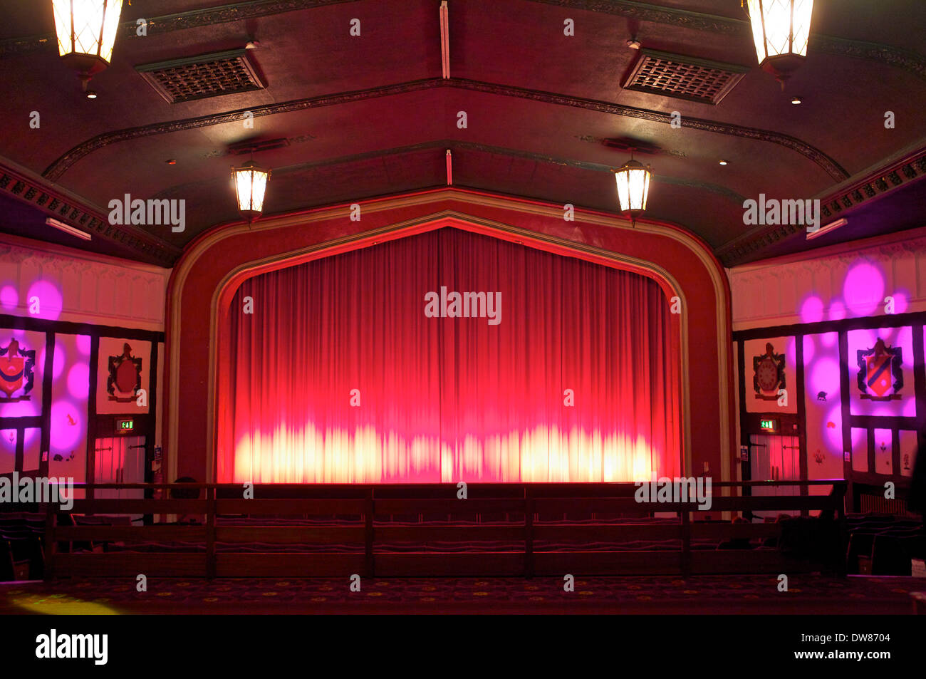 Stock photo dramatic red old fashioned elegant theater stage stock - An Old Fashioned Cinema At Faversham Stock Image