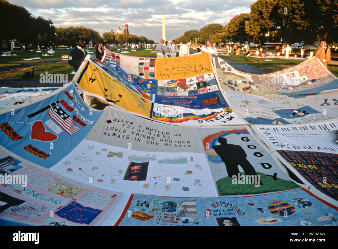 Volunteers spread the entire AIDS Memorial Quilt out along the ... : memorial quilt aids - Adamdwight.com