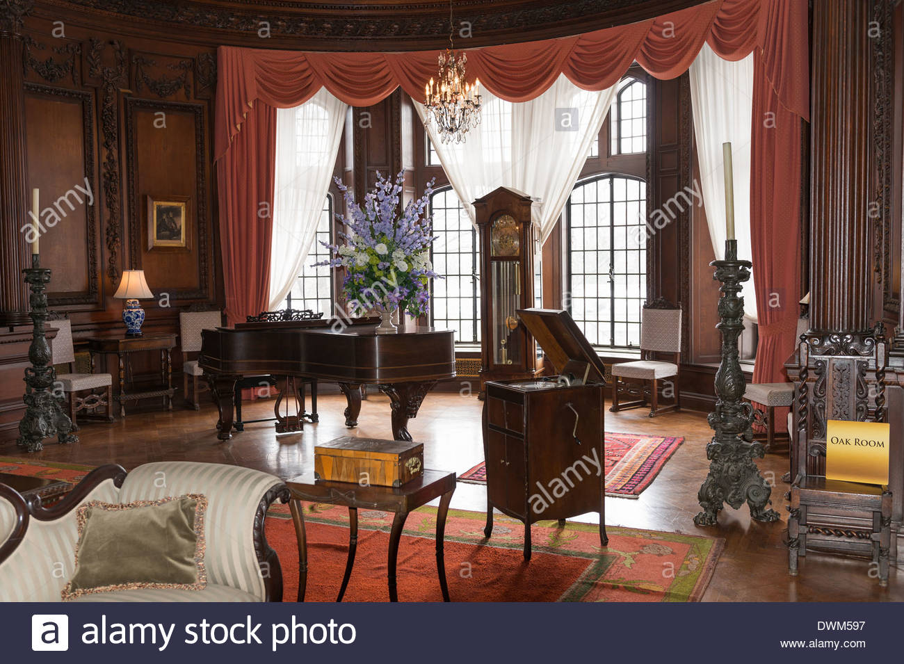 Indoors at casa loma in toronto canada interior of a - Decoraciones de interiores de casas ...