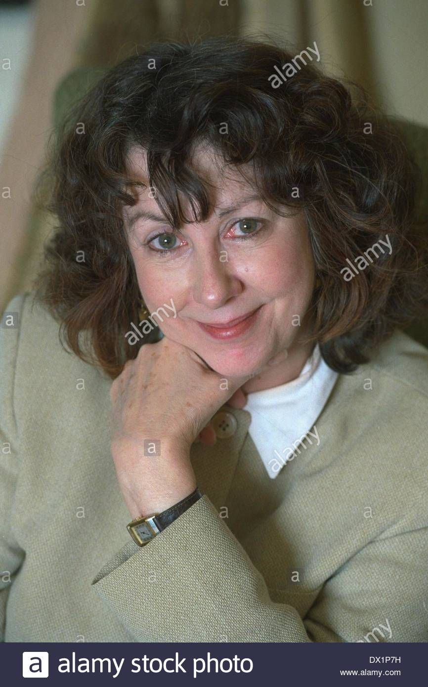 Sally Beauman Author 1996. PERSONALITY AUTHORS Stock Photo - sally-beauman-author-1996-personality-authors-DX1P7H