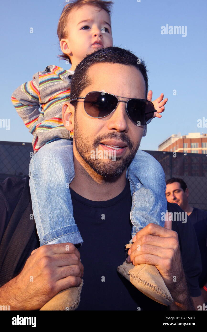 <b>David Blaine</b> and daughter Dessa David Blaine's 'Electrified: One Million ... - david-blaine-and-daughter-dessa-david-blaines-electrified-one-million-DXCMXH