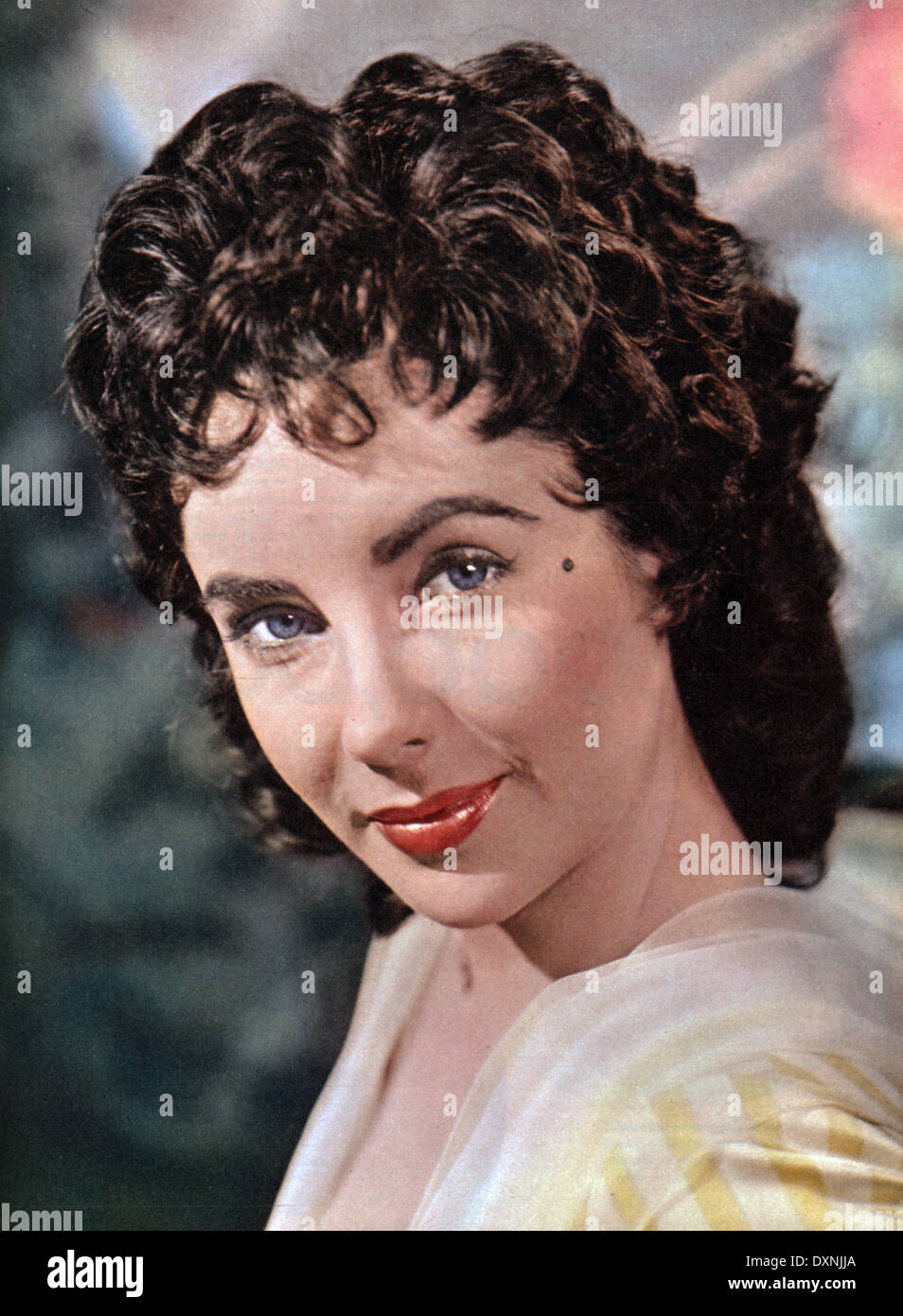 Portrait of ELIZABETH TAYLOR with the hairstyle she wore in Stock ...