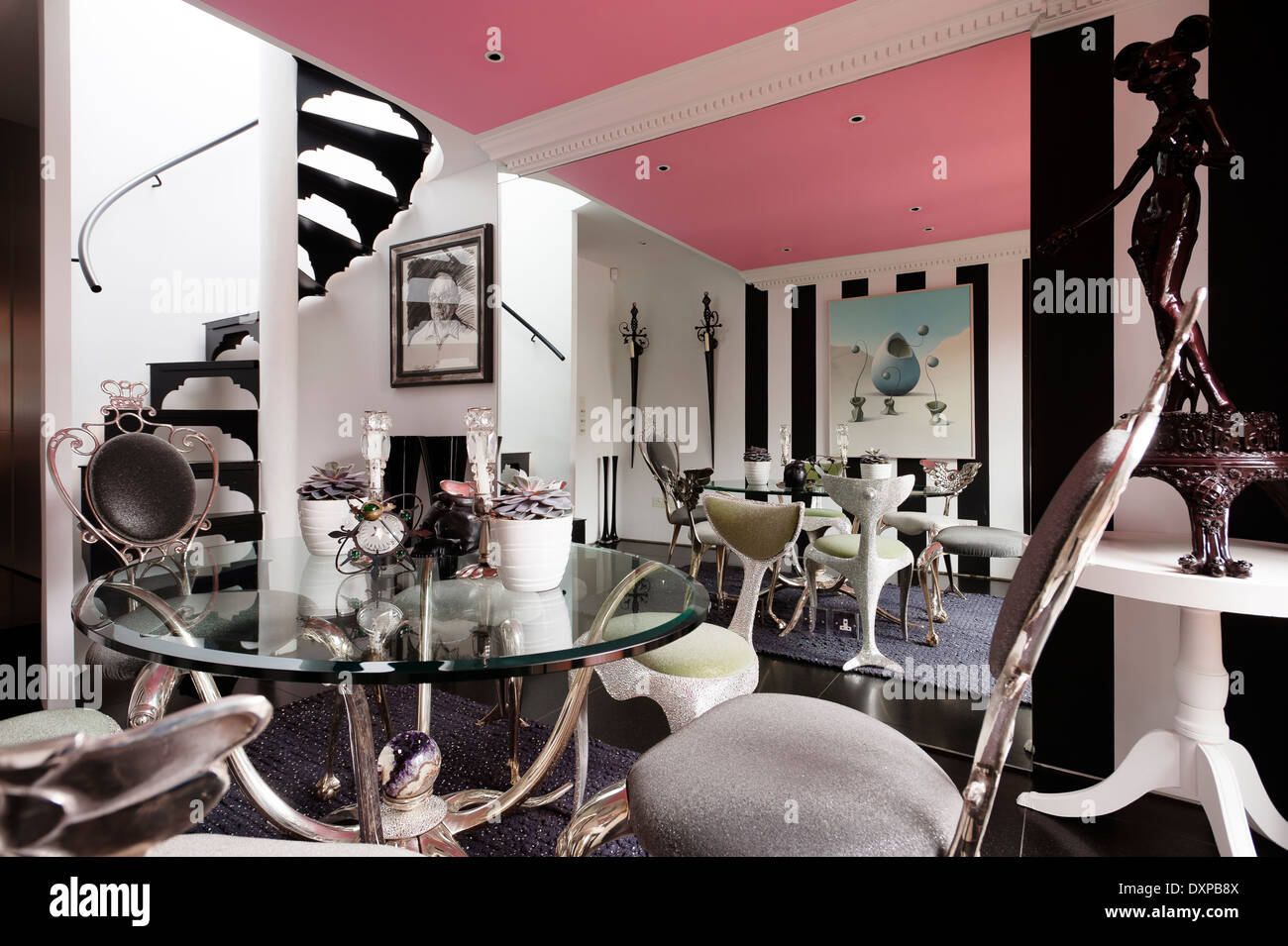 Pink Ceiling Dining Room With Table And Chairs By Mark Brazier Jones Rug Nicholas Haslam