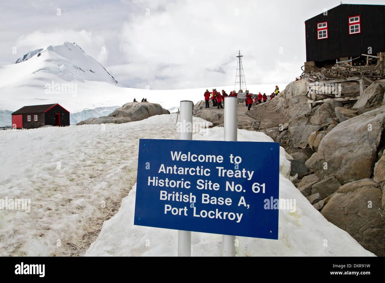 Penguin post office port lockroy near the antarctic for Port lockroy