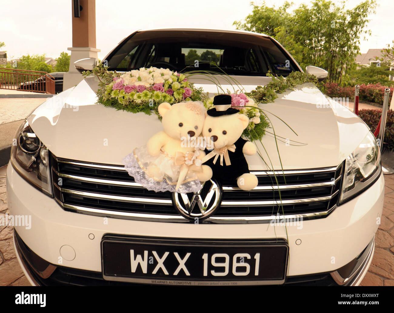 Design of bridal car - Stock Photo Bridal Car With Teddy Bears