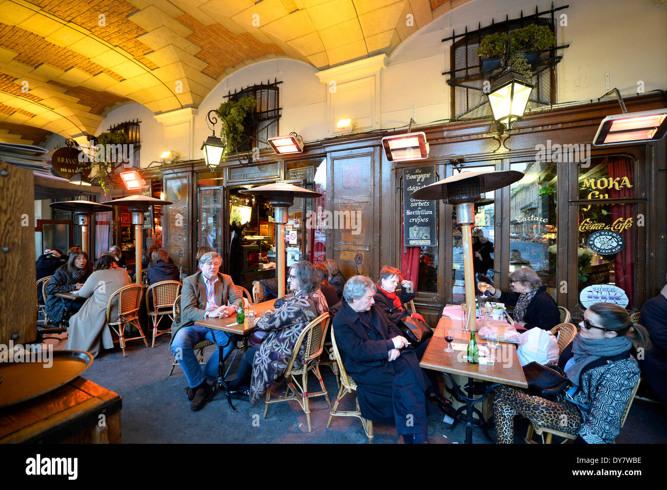 brasserie mutzig restaurant and street caf place des vosges stock photo 68400402 alamy. Black Bedroom Furniture Sets. Home Design Ideas