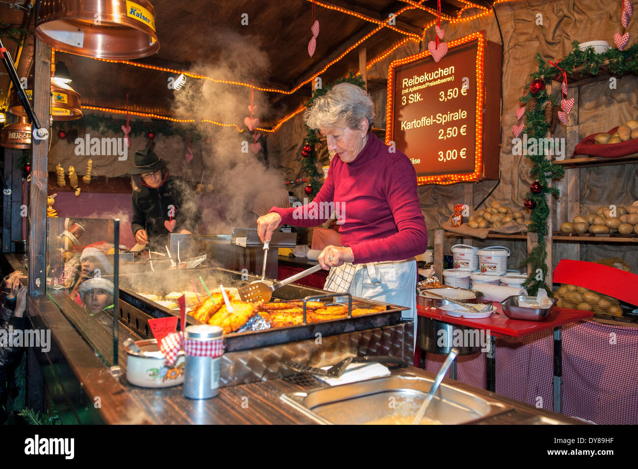 Sip, shop, & savor the season at the German Christmas market located in downtown Denver on the 16th Street Mall. Live entertainment, delicious cuisine, drinks, and fun for the whole family! Open annually from the Friday before Thanksgiving to December 23rd; beginning at am daily!