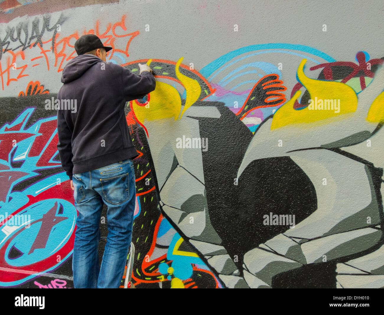 Graffiti wall painting - Paris France Young French Graffiti Artist Painting Wall Modern Abstract Art