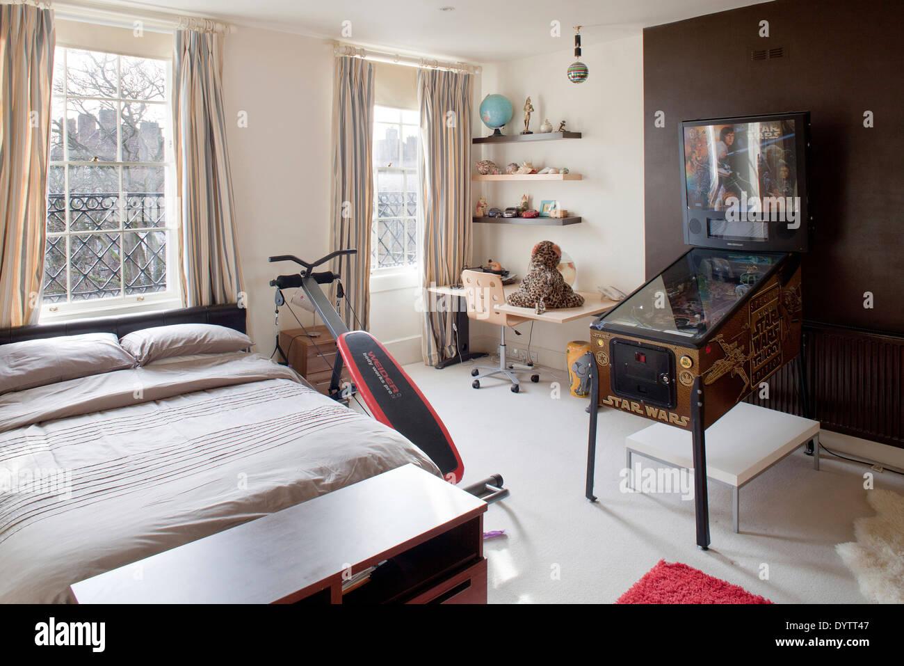 Teenagers Bedroom Teenagers Bedroom Desk Stock Photos & Teenagers Bedroom Desk Stock
