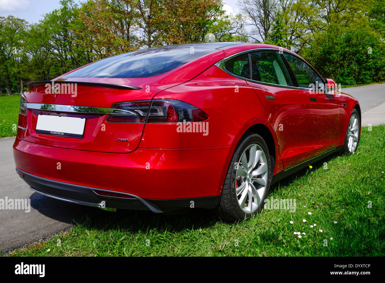red tesla model s p85 a luxury electric car stock photo royalty free image 68816742 alamy. Black Bedroom Furniture Sets. Home Design Ideas