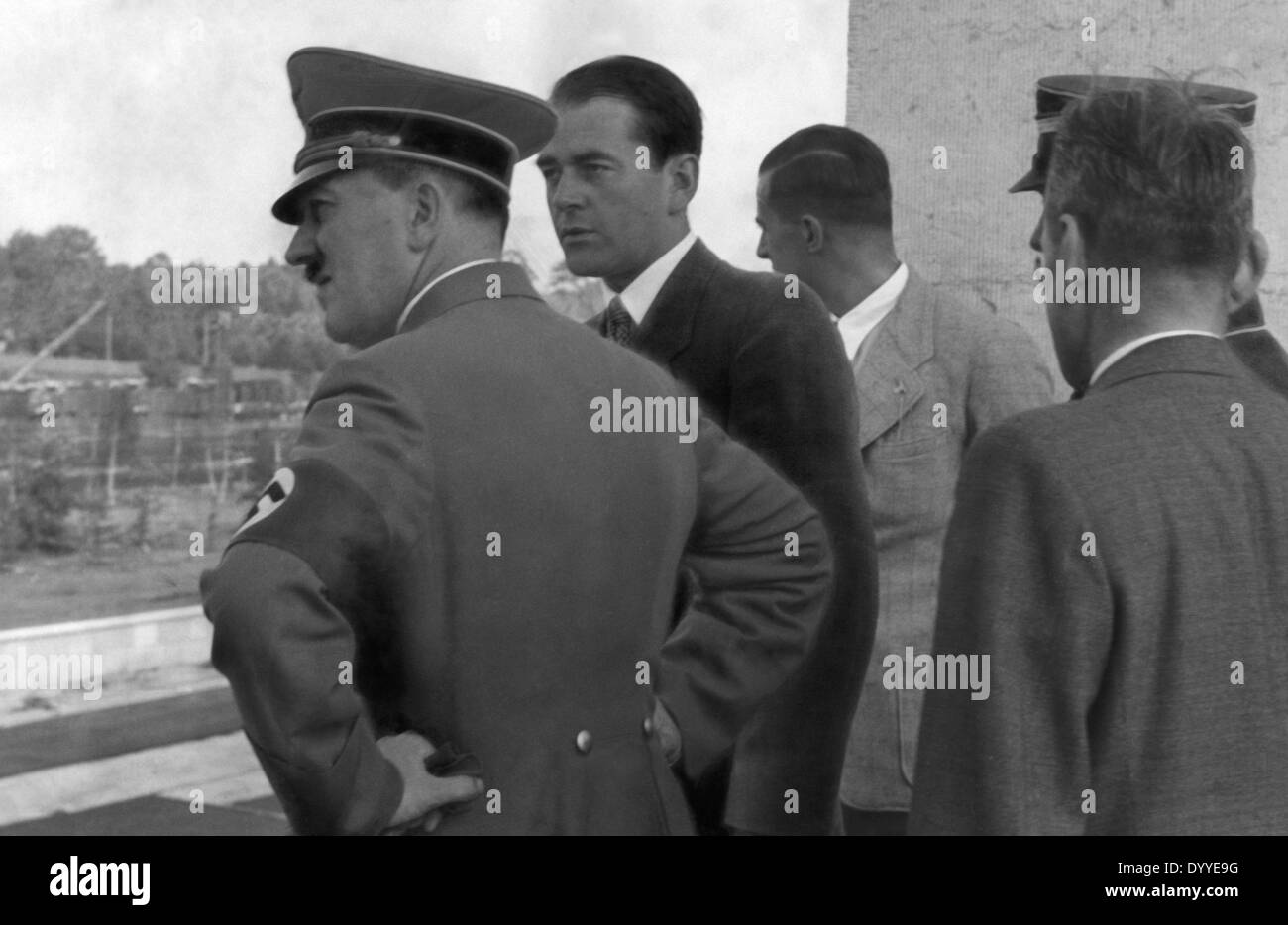 speers rise in the nazi party essay Albert speer's rise to prominence essay albert speer joined the nazi party on the 1st of march 1931, becoming member number 474 481.